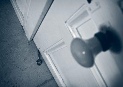 TNoca-Mettre la clé sous la porte